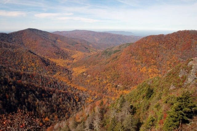 5 Reasons To Spend Fall Inside a Large Pigeon Forge Cabin