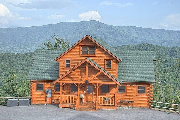 Parkside Palace, a 4 bedroom cabin for rent in Pigeon Forge TN